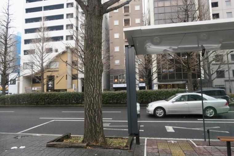 バス停から見たホステル位置