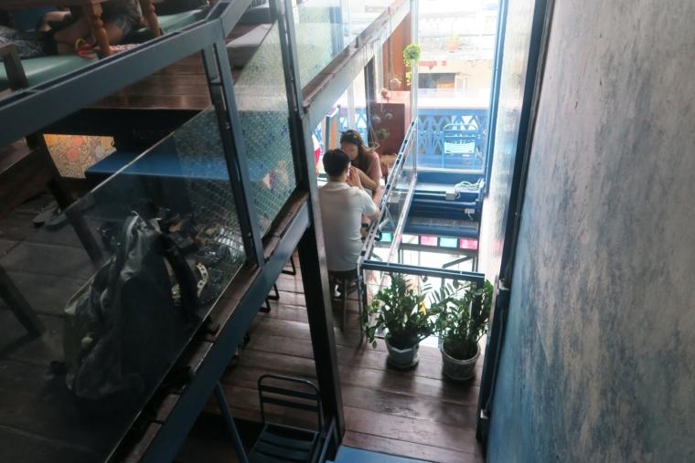 ブルーホエール階段