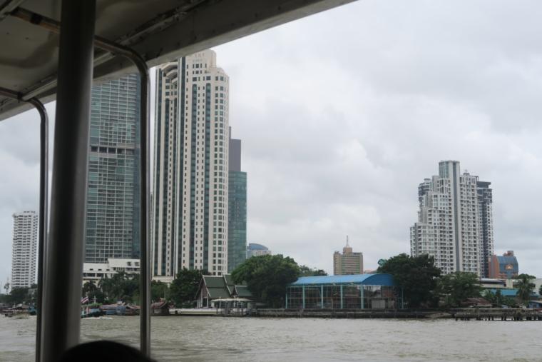 ボートから見たチャオプラヤー川