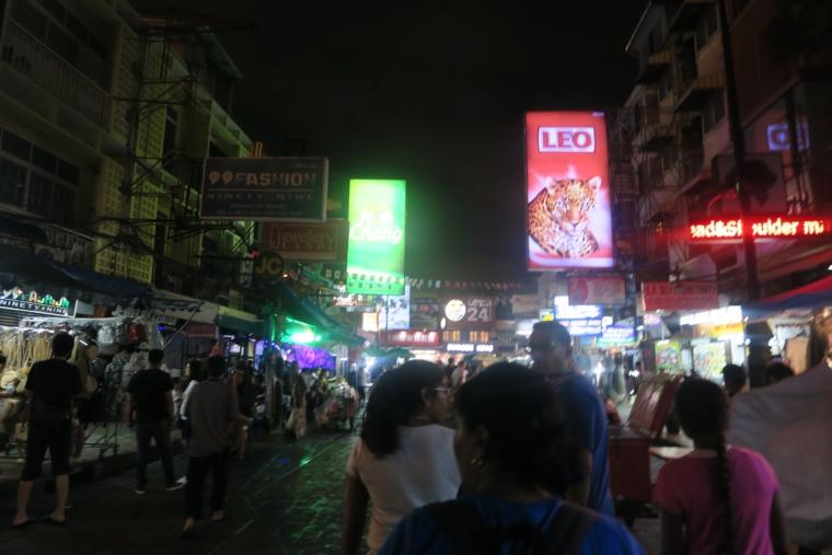 夜のカオサン通り (2)