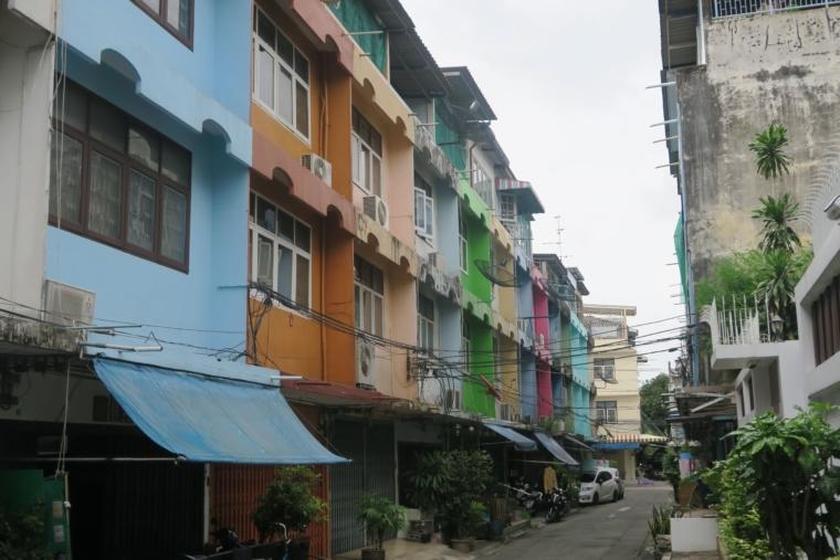カラフルな家々