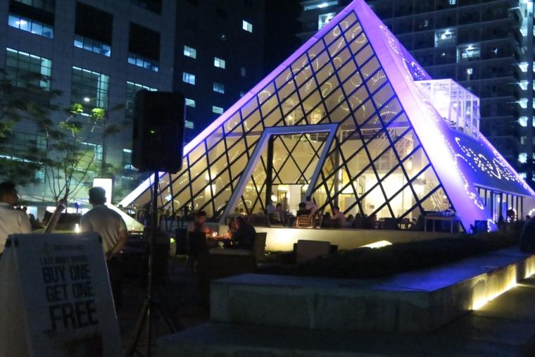ピラミッド外観