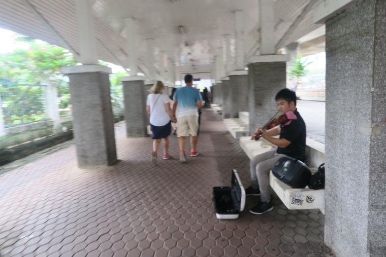 路上バイオリニスト