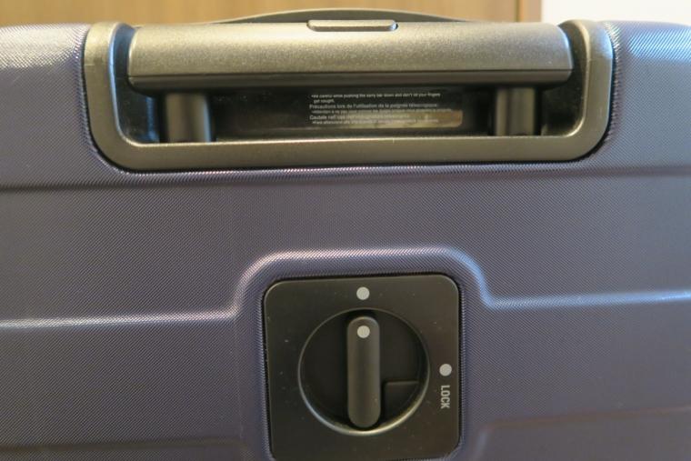無印良品のスーツケースのハンドルロック旧仕様