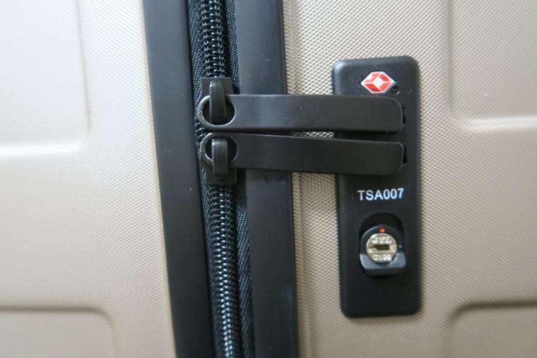 無印良品のスーツケースのスライダー部分