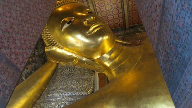 チラ見涅槃仏 (2)