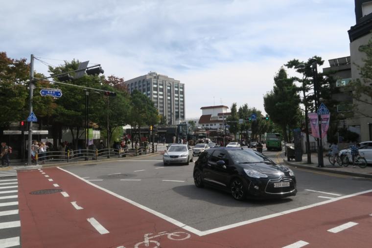 安国駅への道
