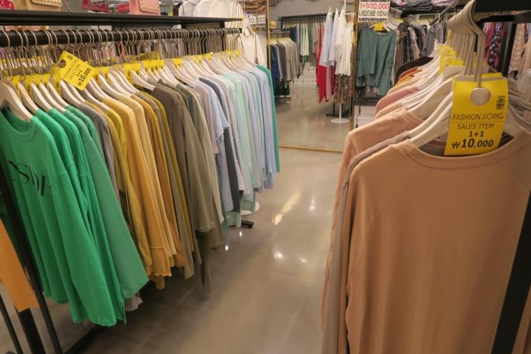 FASHION HONG店内2