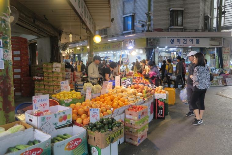 望遠市場 果物や