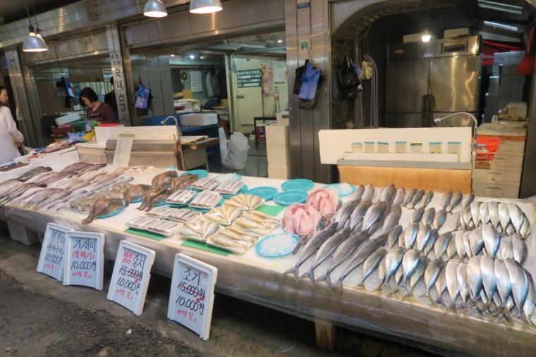 望遠市場 魚屋さん