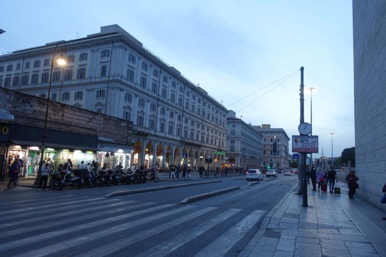 テルミニ駅前