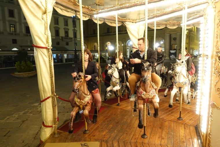 Merry-go-round (2)