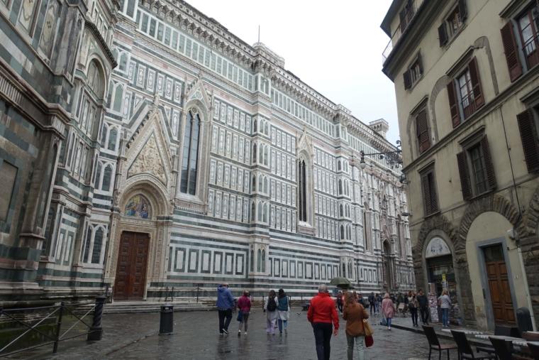 around-Cattedrale-di-Santa-Maria-del-Fiore